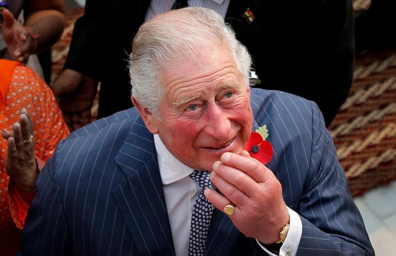 Τα εξαιρετικά πρησμένα δάχτυλα του πρίγκιπα Καρόλου