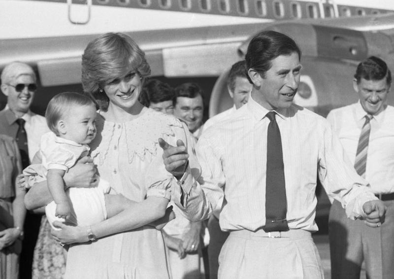 Πρίγκιπας Κάρολος και πριγκίπισσα Νταϊάνα στην πρώτη τους βασιλική περιοδεία στην Αυστραλία μετά την γέννηση του πρίγκιπα Γουίλιαμ/Φωτογραφία: AP