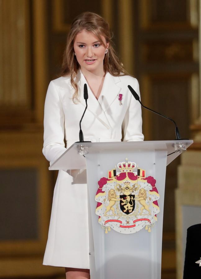 Η πριγκίπισσα Ελισάβετ του Βελγίου με λευκό φόρεμα