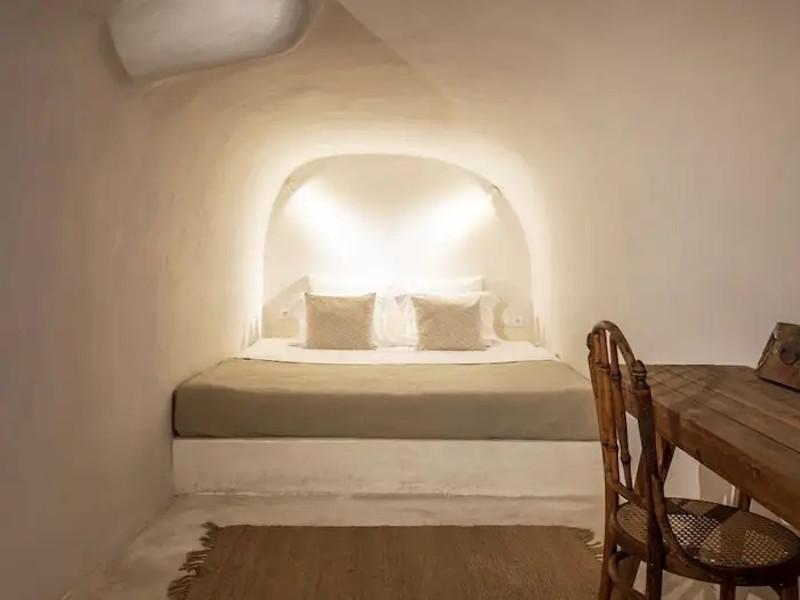 Το δεύτερο υπνοδωμάτιο βρίσκεται στο κάτω επίπεδο