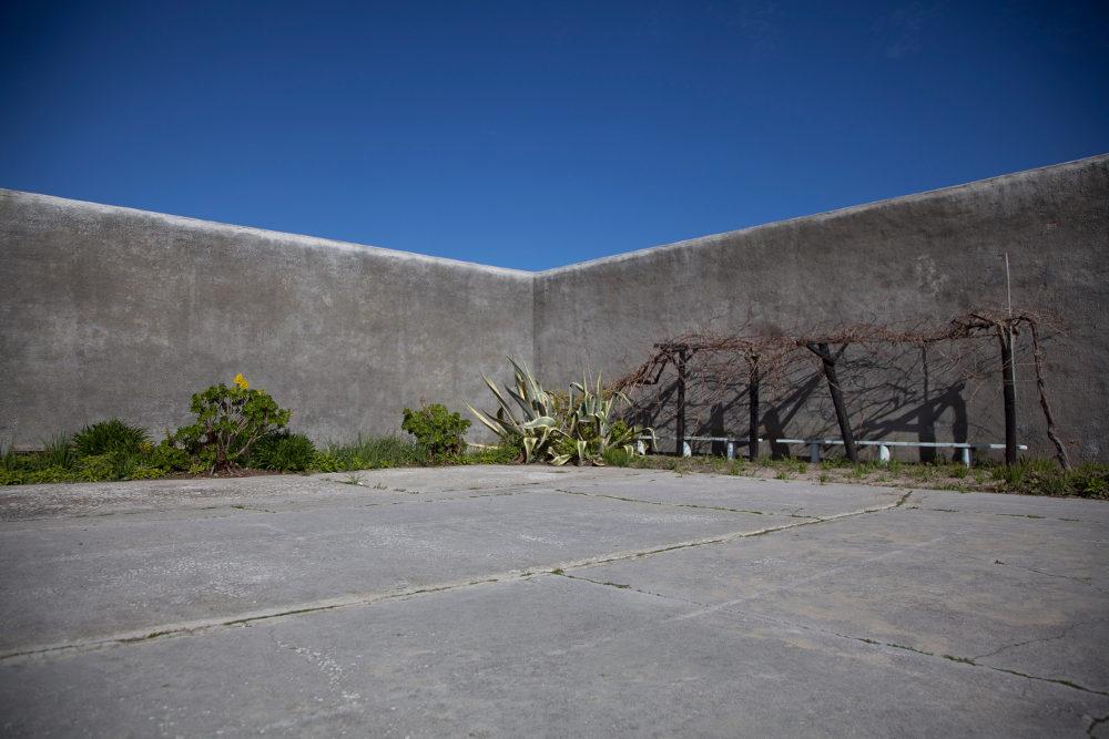 Το προαύλιο των φυλακών στο νησί Ρόμπεν, όπου ο Νέλσον Μαντέλα πέρασε 18 χρόνια
