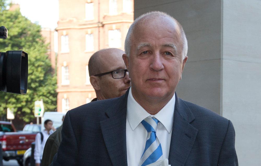 Ο Dennis McCain ήταν μέλος της κυβέρνησης Tony Blair που ασχολήθηκε με την Ελλάδα, την Κύπρο και την Τουρκία ενώ διατηρούσε χαρτοφυλάκιο στο Υπουργείο Εξωτερικών.