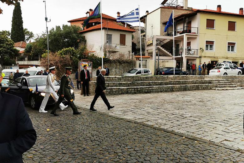 Προκόπης Παυλόπουλος προχωράει με συνοδεία