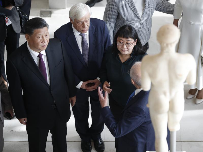 Ο Προκόπης Παυλόπουλος με τον Σι Τζινπίνγκ στο μουσείο της Ακρόπολης