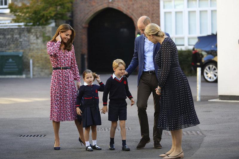 πρίγκιπας τζορτζ πριγκίπισσα Σάρλοτ πρώτη ημέρα στο σχολείο