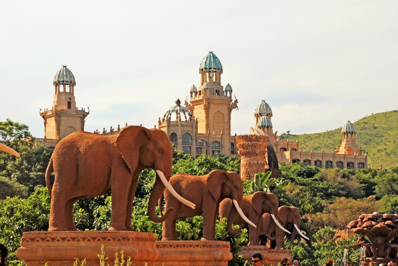 Οι ψεύτικοι ελέφαντες στη Lost City