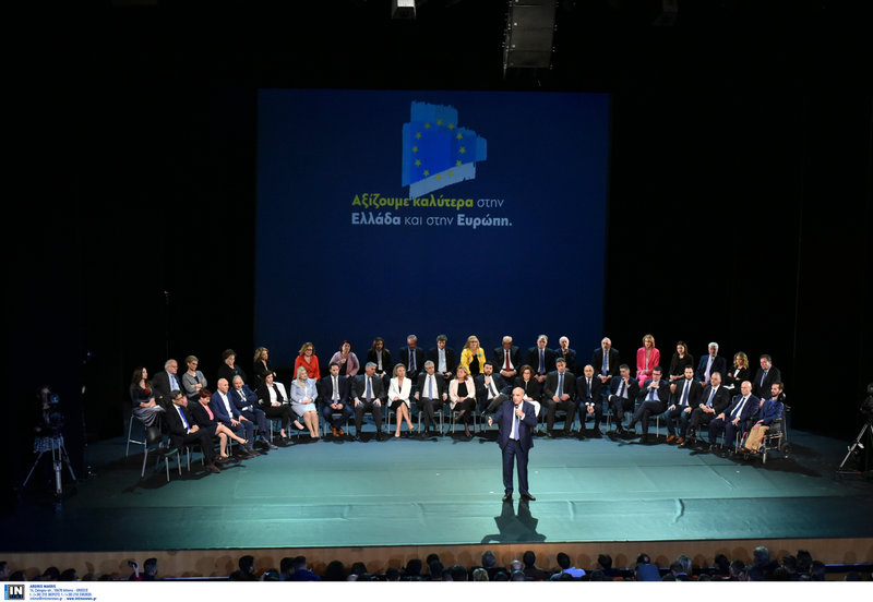 Ο Ευ. Μεϊμαράκης μιλά στην εκδήλωση με φόντο τους άλλους υποψηφίους ευρωβουλευτές-