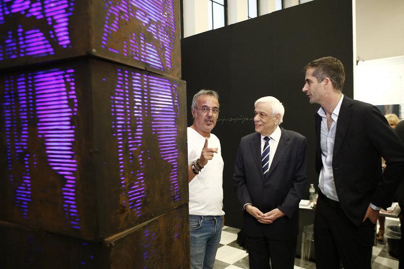 Ο Πρ. Παυλόπουλος και ο δήμαρχος Αθηναίων Κ. Μπακογιάννης στην 24η Art Athina έκθεση στο Ζάππειο-