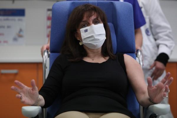Η Πρόεδρος της Δημοκρατίας κάνει το εμβόλιο της Pfizer