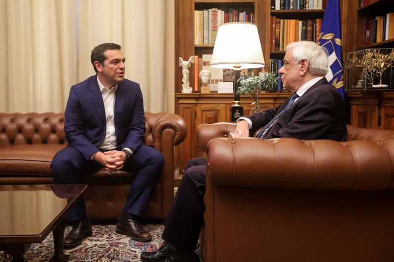 Ο πρωθυπουργός εξηγεί στον Πρόεδρο της Δημοκρατίας τον λόγο των πρόωρων εκλογών