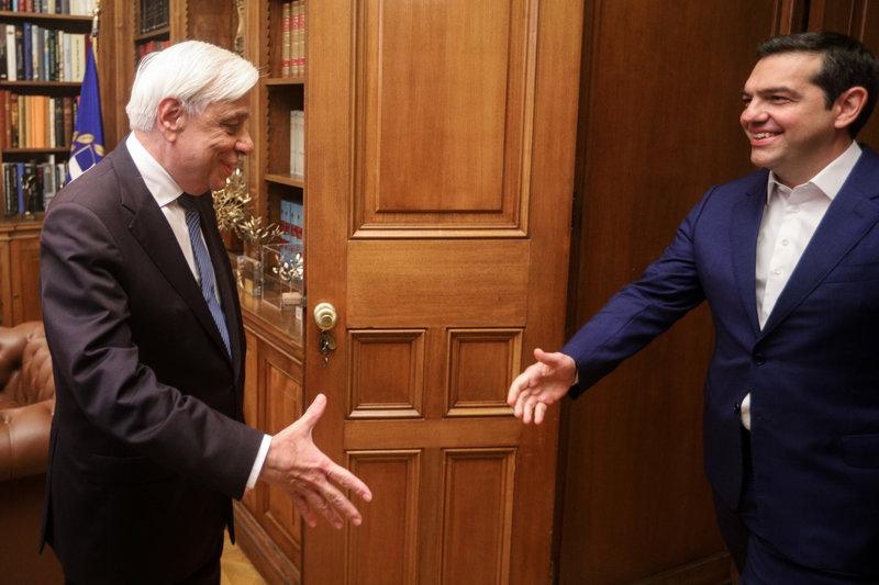 Ο Προκόπης Παυλόπουλος υποδέχεται τον Αλέξη Τσίπρα