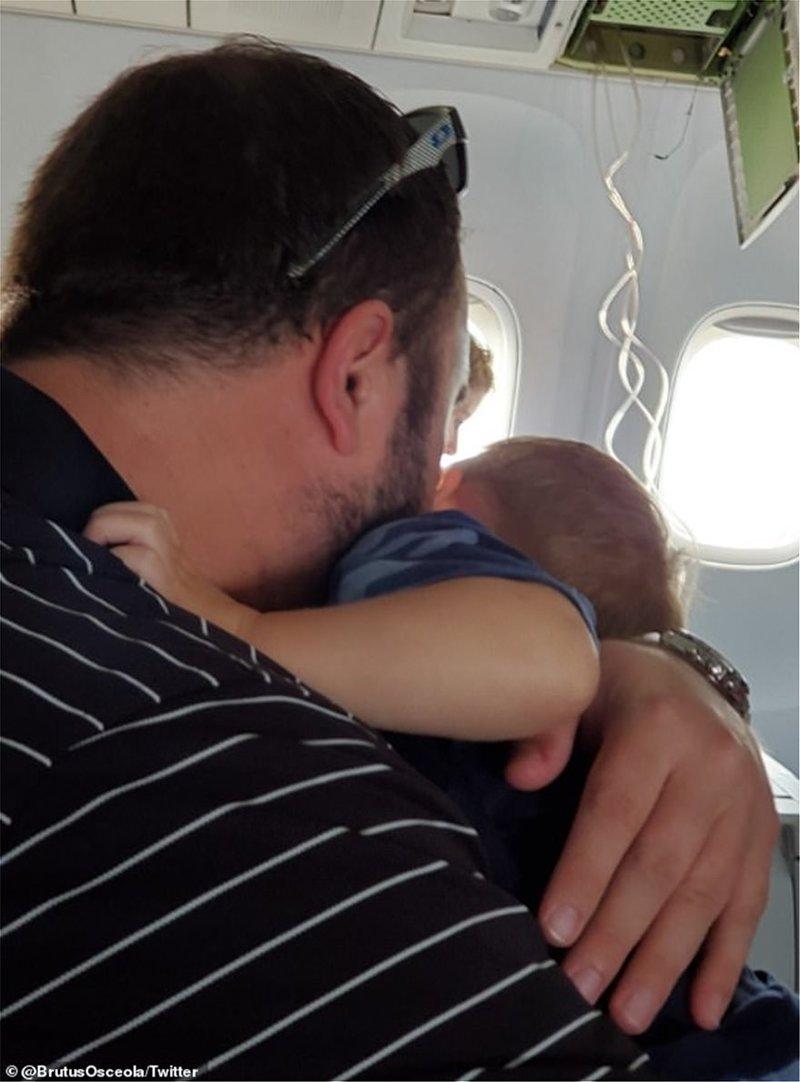 Ενας από τους επιβάτες της τρομακτικής πτήσης / Φωτογραφία: Twitter