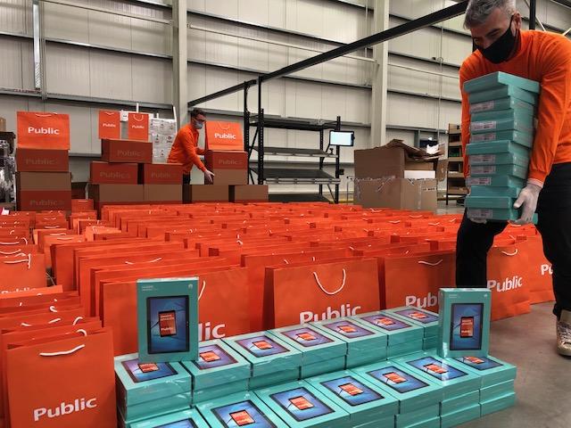 Η μεγάλη δωρεά περίπου 3.500 tablets από την εταιρεία Public-MediaMarkt