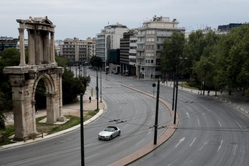 Η Πύλη του Ανδριανού, άδειος δρόμος