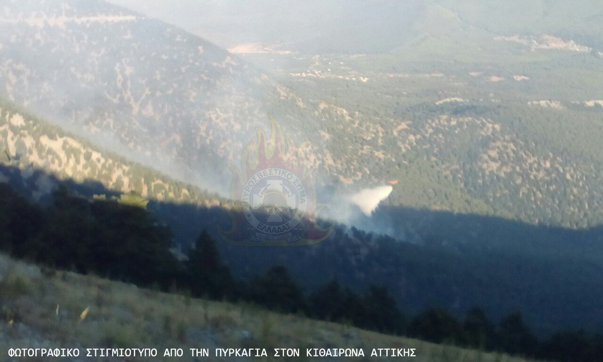 Στιγμιότυπο από την επιχείρηση κατάσβεσης της πυρκαγιάς στον Κιθαιρώνα