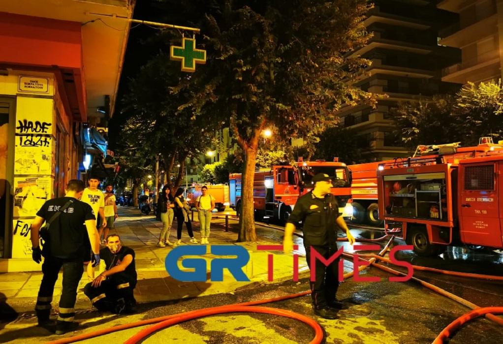 Πυροσβέστες στην Θεσσαλονίκη εν ώρα υπηρεσίας