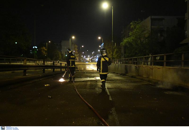 Πυροσβέστες στον δρόμο