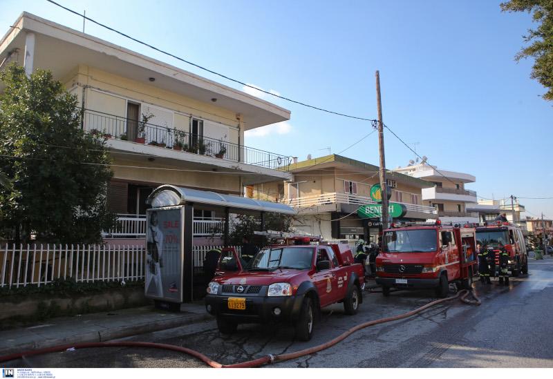 Πυροσβέστες και οχήματα της Πυροσβεστικής στα Μελίσσια