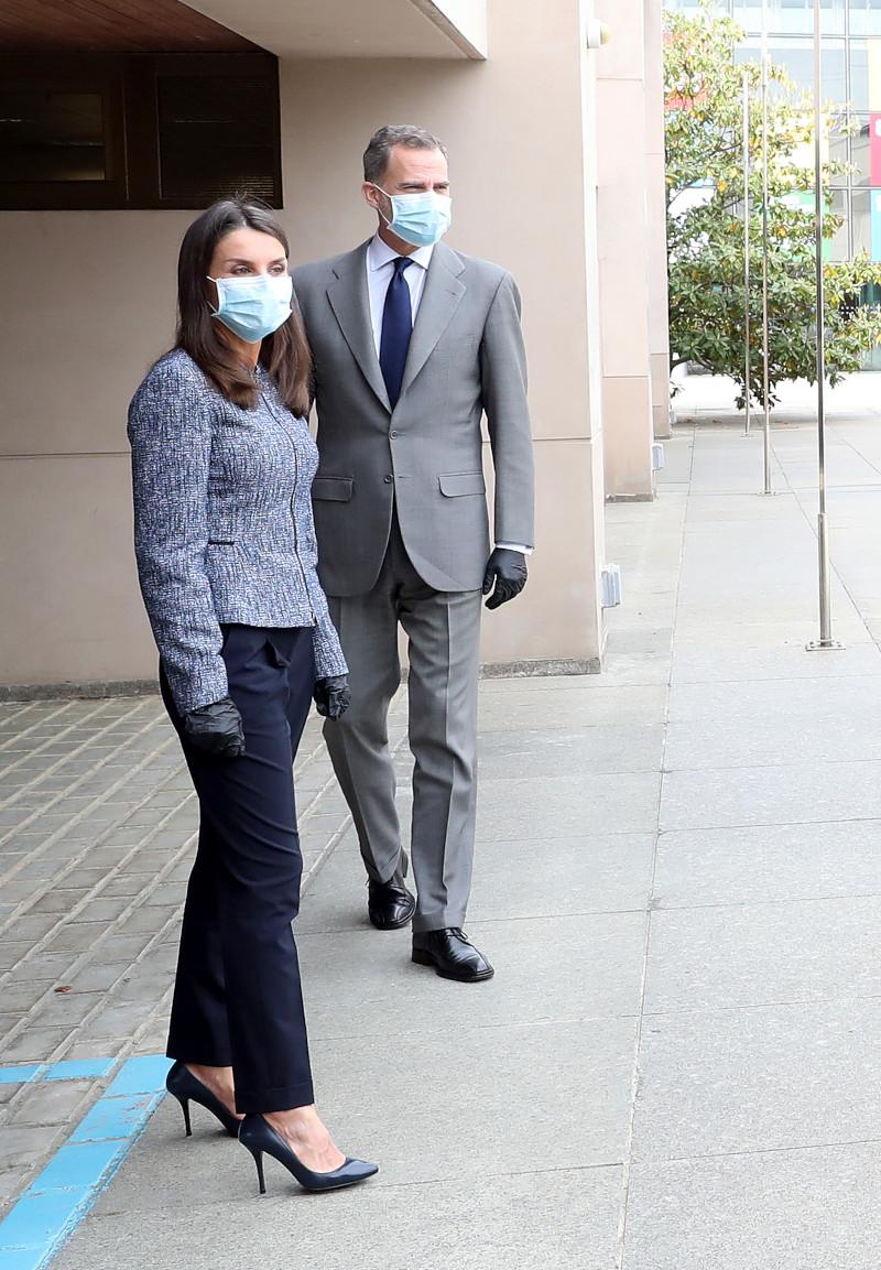 Το βασιλικό ζευγάρι πριν από μερικές ημέρες, είχε κάνει άλλη μία δημόσια εμφάνιση, αλλά είχε επιλέξει να φορέσει μάσκα και γάντια
