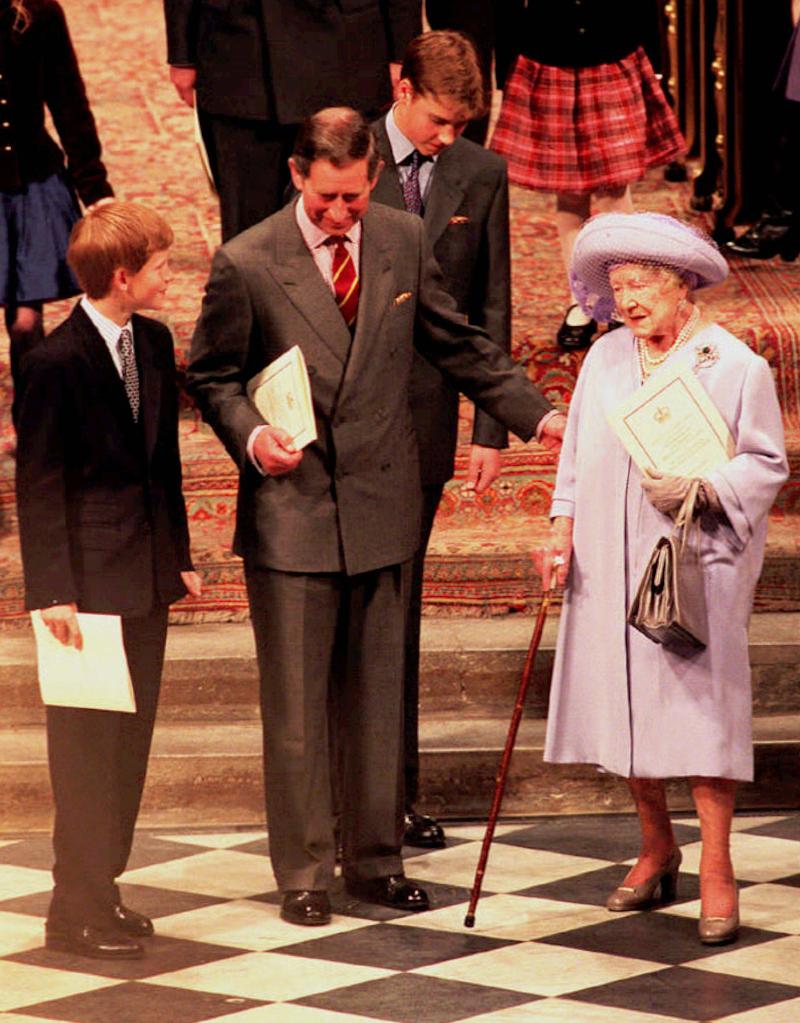 Η βασιλομήτωρ με τον πρίγκιπα Χάρι και τον πρίγκιπα Κάρολο