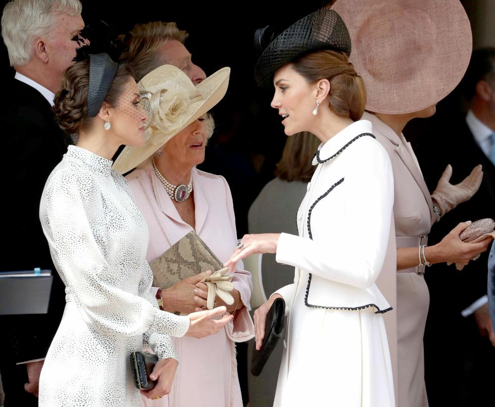 Οι τρεις γυναίκες, βασίλισσα Λετίθια, δούκισσα της Κορνουάλης και Κέιτ Μίντλετον συνομιλούν
