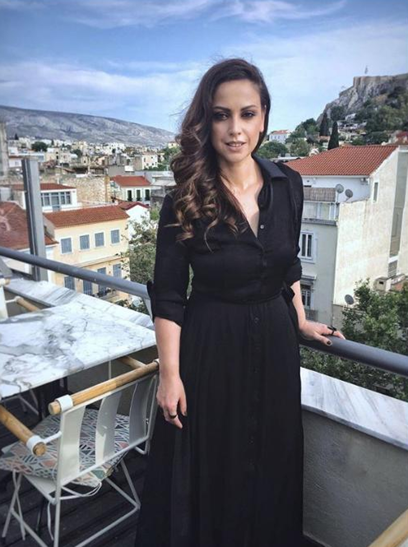 Η Ραλλία Χρηστίδου με μαύρο φόρεμα