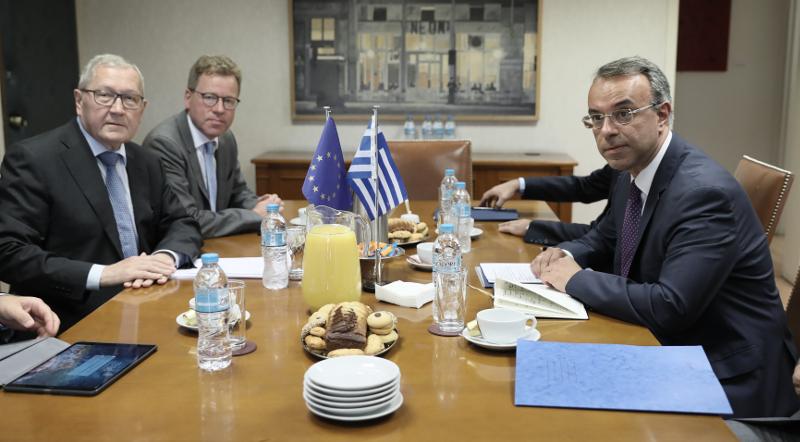 Ο Χρήστος Σταϊκούρας και ο επικεφαλής του ESM Κλάους Ρεγκλινγκ