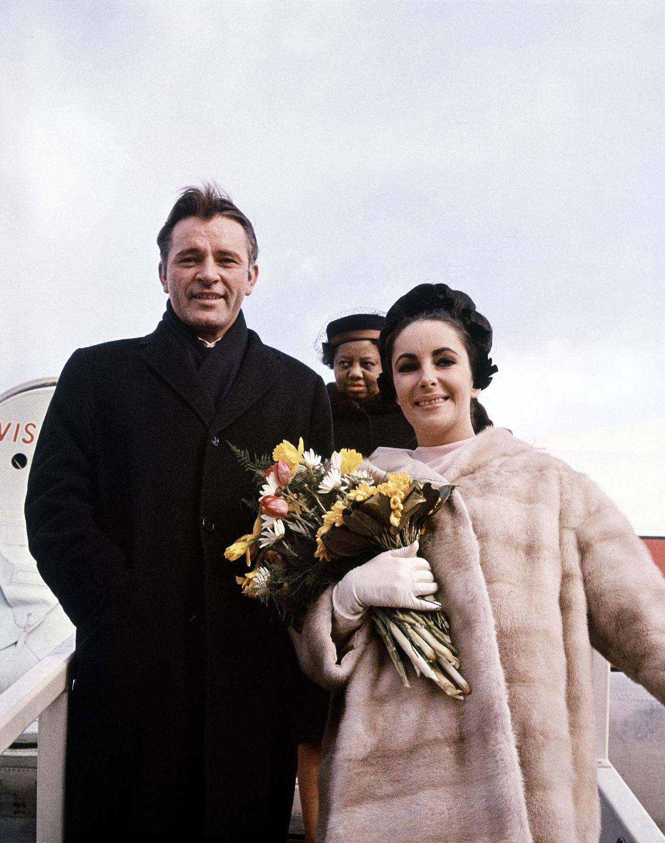 Οι φρεσκοπαντρεμένοι Ρίτσαρντ Μπάρτον και Ελίζαμπεθ Τέιλορ 1964