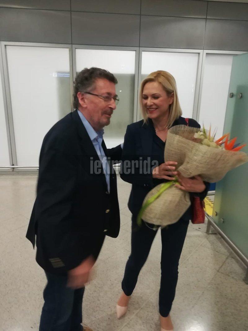 Τον διάσημο ηθοποιό Ρόμπερτ Πάουελ υποδέχθηκε στο Ελ. Βενιζέλος η Βάσω Θεοδωρακοπούλου- Μπόγρη