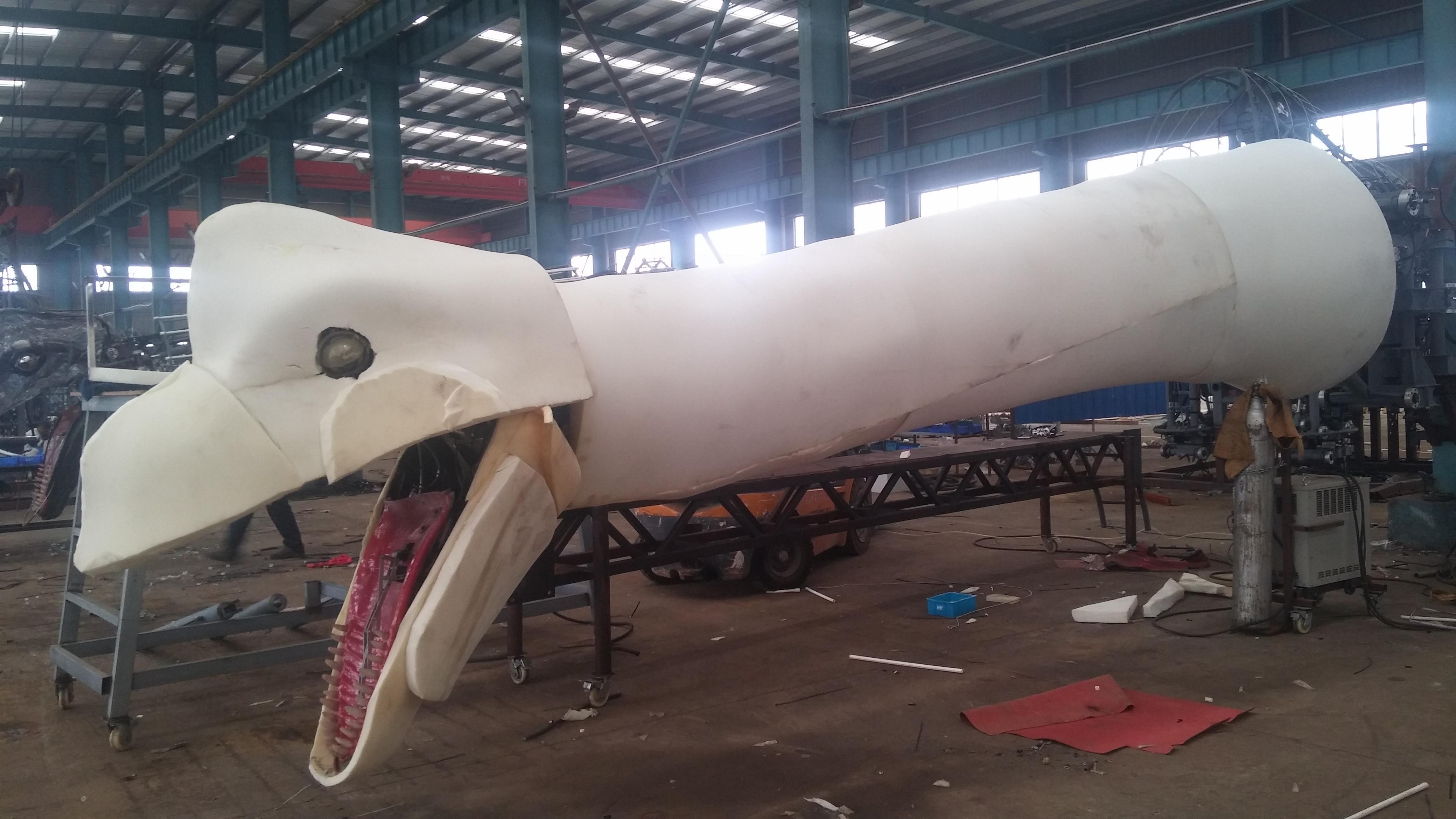 Ρομποτικός δεινόσαυρος υπό κατασκευή