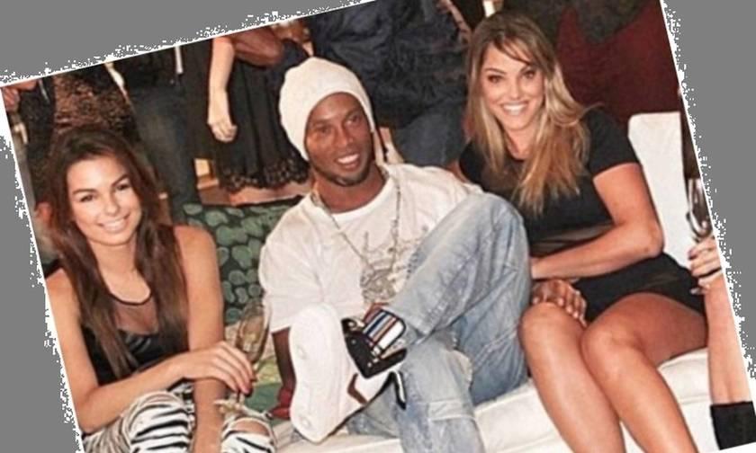 Ο Ροναλντίνιο με δύο γυναίκες στο πλάι του