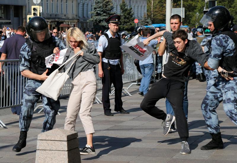Μαζικές συλλήψεις διαδηλωτών στη Ρωσία / Φωτογραφία: AP