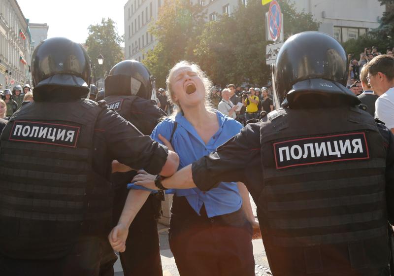 Η αστυνομία της Ρωσίας προχώρησε σε συλλήψεις των διαδηλωτών που ζητούσαν ελεύθερες εκλογές στη χώρα / Φωτογραφία: AP