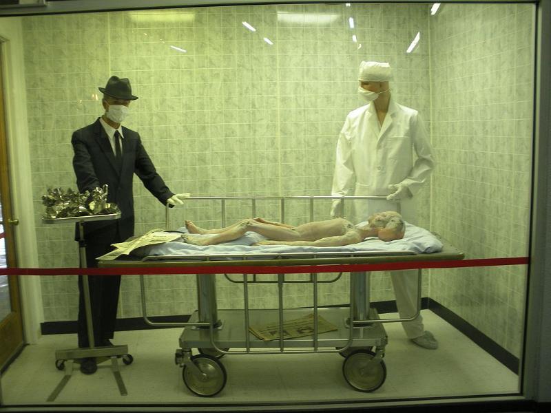 «Αναπαράσταση» νεκροψίας σε εξωγήινο στο Μουσείο των UFO στο Ρόσγουελ.