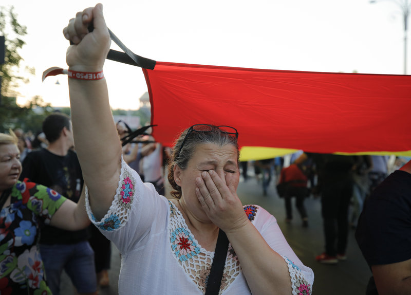 Κλάμα σε διαδήλωση στη Ρουμανία