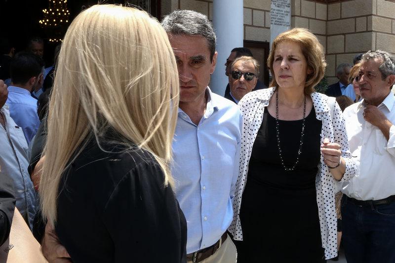 Η Φώφη Γεννηματά, ο Ανδρέας Λοβέρδος και η Εύη Χριστοφιλοπούλου στην κηδεία του Ροβέρτου Σπυρόπουλου