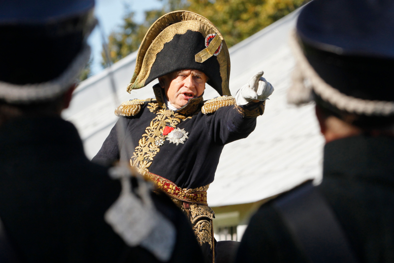 Άνδρας ντυμένος με στολή Ναπολέοντα