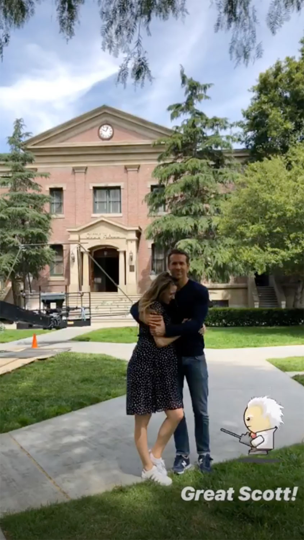 Η Μπλέικ Λάιβλι στην αγκαλιά του Ράιαν Ρέινολντς στη Βοστόνη
