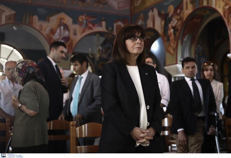 Η Πρόεδρος της Δημοκρατίας Κατερίνα Σακελλαροπούλου στο μνημόσυνο για τα θύματα στο Μάι