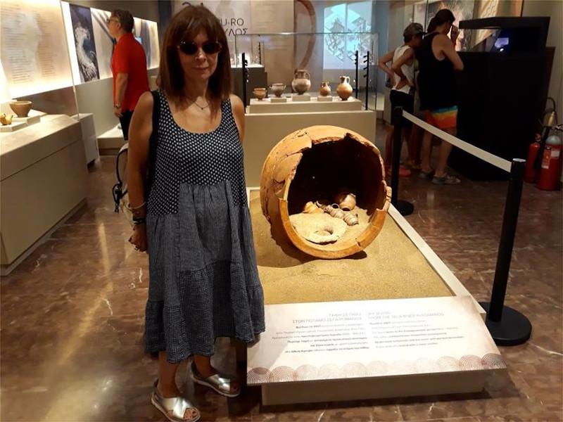 Η κυρία Σακελλαροπούλου στο μουσείο της Πύλου