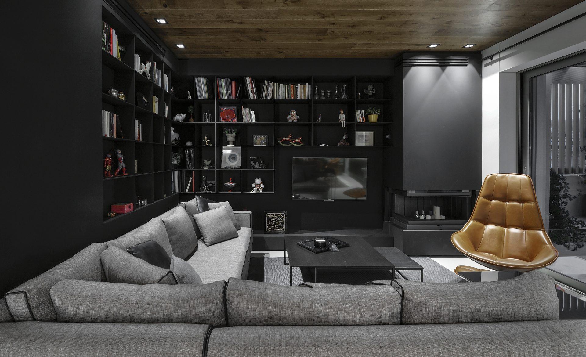 Σαλόνι με μαύρη βιβλιοθήκη