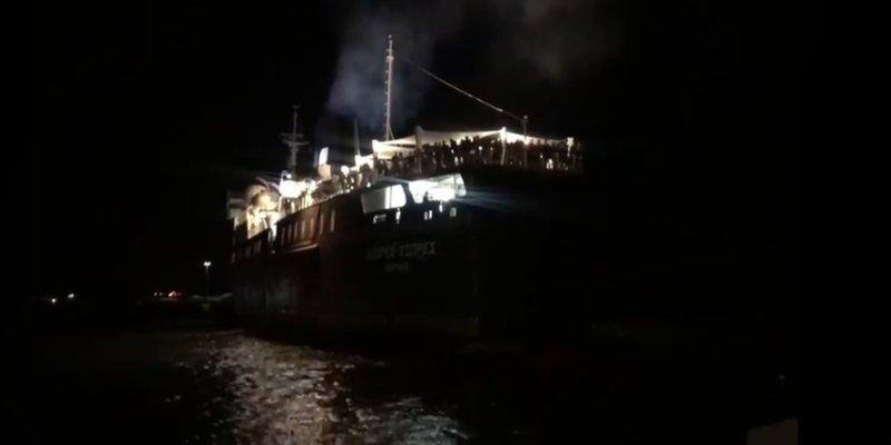 Το Azores Express προσπαθεί - ανεπιτυχώς - να δέσει στην Καμαριώτισσα -Φωτογραφία: evros-news.gr