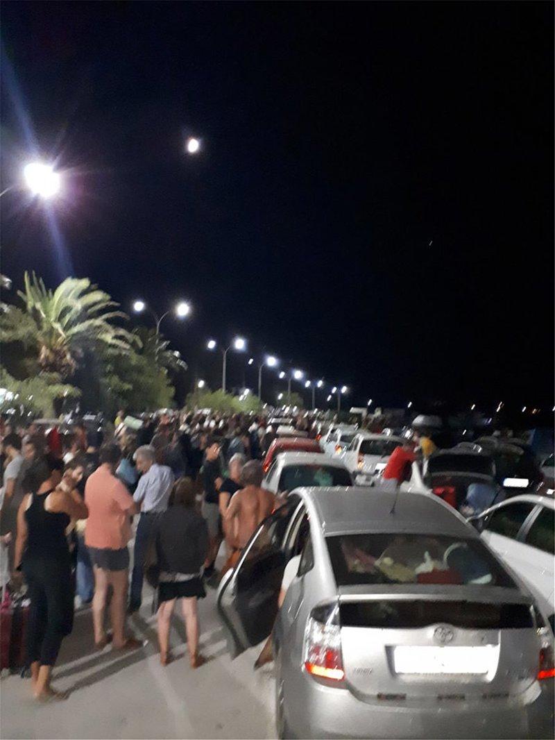 Εκατοντάδες ταξιδιώτες εγκλωβισμένοι στο λιμάνι της Σαμοθράκης
