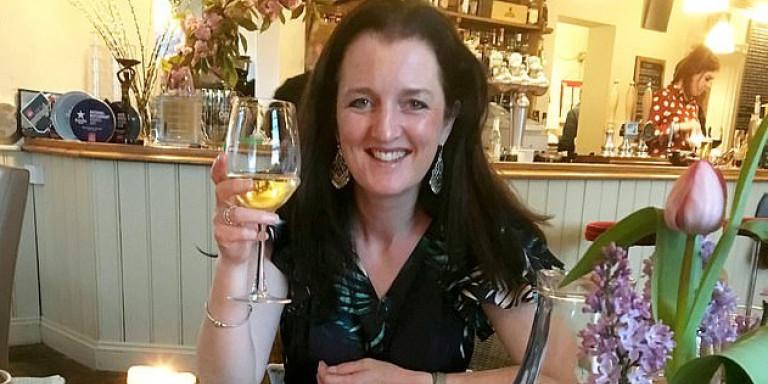 Η 44χρονη Σάρα Γκοβιέρ που βίωσε συμπτώματα παρoσμίας