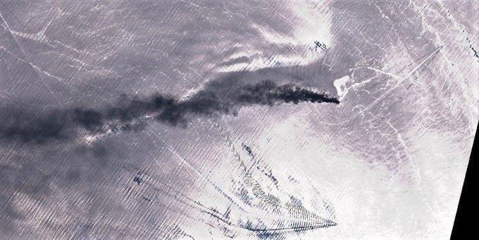 Δορυφορική εικόνα από τα φλεγόμενα τάνκερ