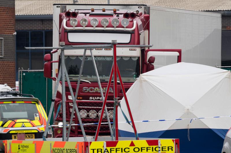 Το φορτηγό στο κοντέινερ του οποίου βρέθηκαν τα 39 πτώματα