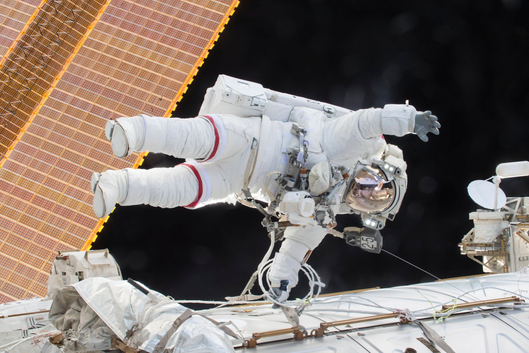 Ο Σκοτ Κέλι με στολή αστροναύτη.