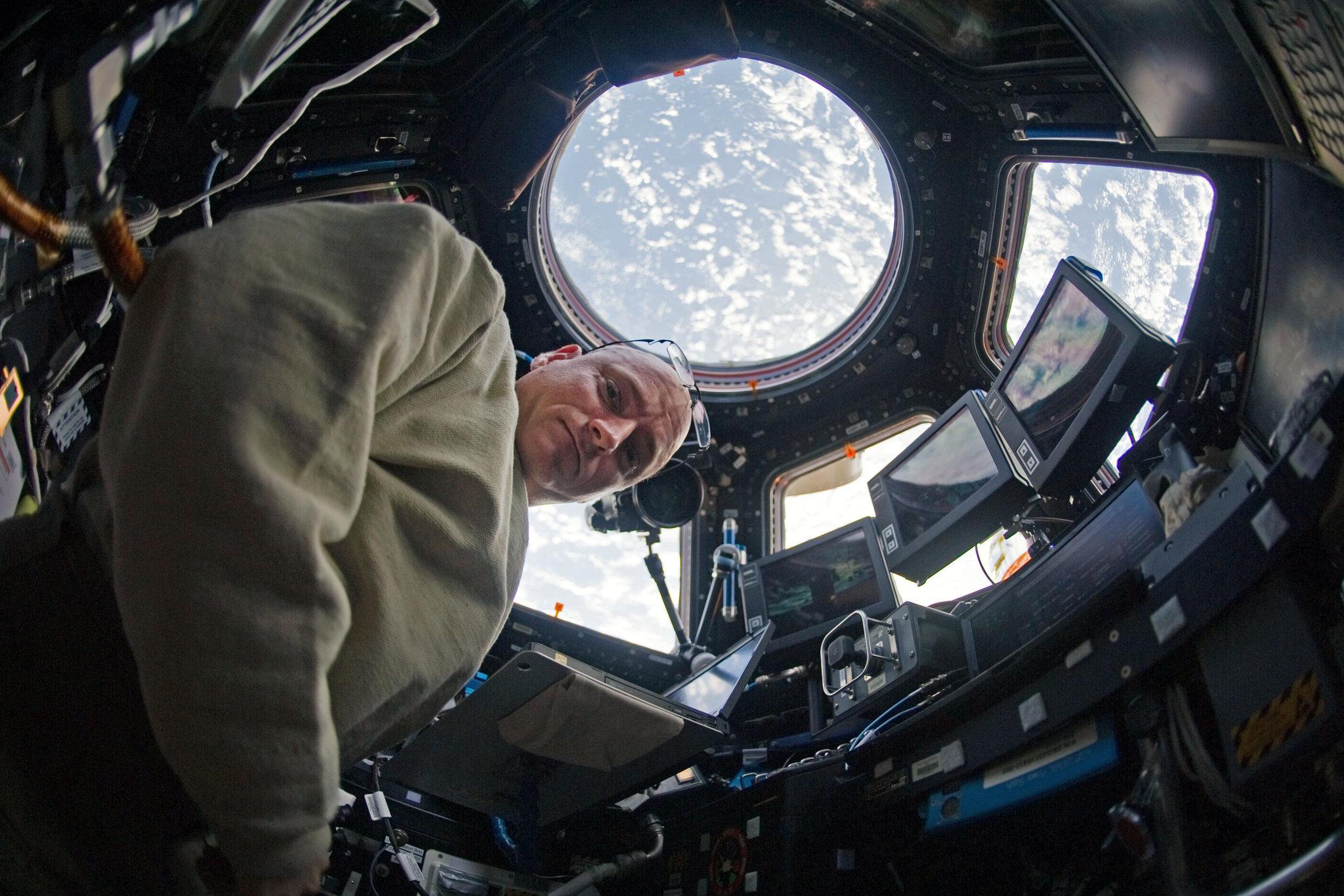 Ο Σκότ Κέλι στο διάστημα.