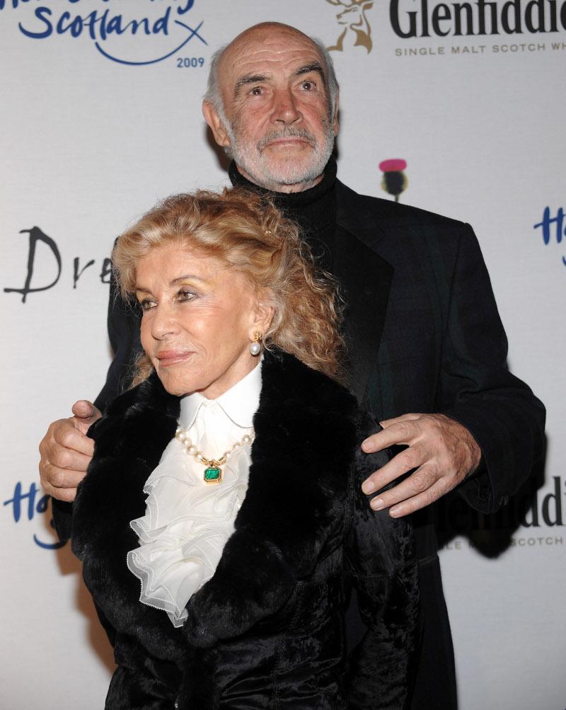 Ο Σον Κόνερι με την σύζυγό του
