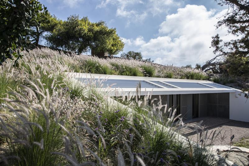 Σπίτι στην Πάρο μέσα σε μια πλαγιά
